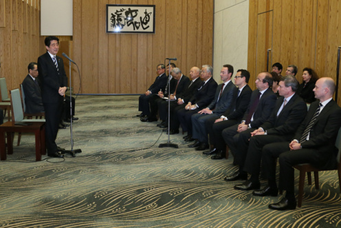 Prime Minister Abe addresses a delegation led by Hiromasa Yonekura and Fabrice Brégier, the BRT co-Chairmen