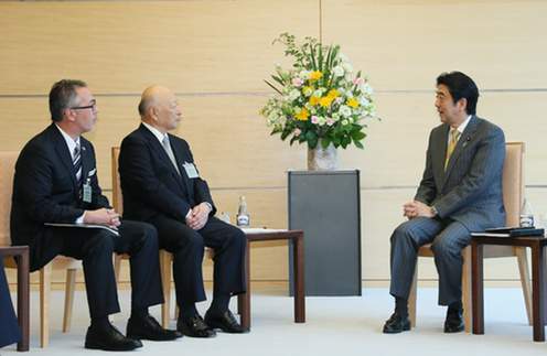 BRT Member Danny Risberg, BRT co-Chairman Kazuo Tsukuda and PM Abe (18/05/2015)