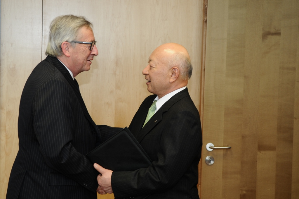European Commission President Juncker and BRT co-Chairman Tsukuda (29/04/2015)