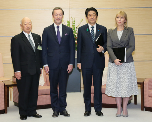 BRT co-Chairmen Kazuo Tsukuda and Fabrice Brégier with PM Shinzo Abe and European Commissioner Elżbieta Bieńkowska