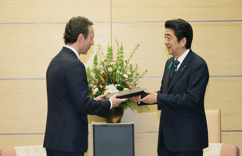 Fabrice Brégier presents the BRT's 2016 Recommendations to PM Abe